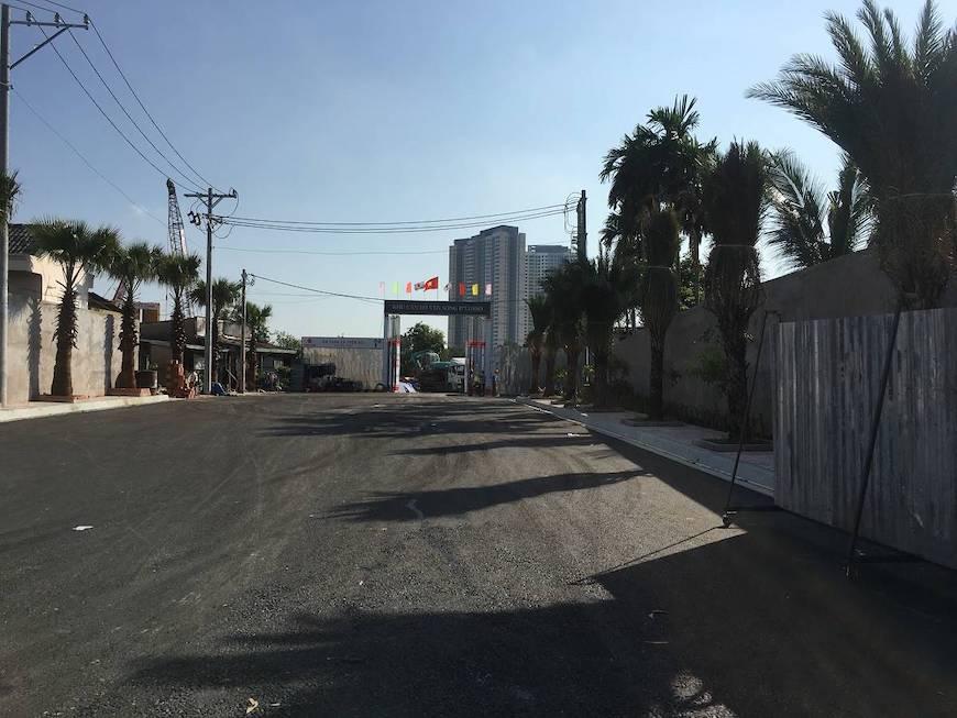 Tiến độ xây dựng dự án căn hộ chung cư D'lusso Quận 2, đường trước dự án đã được mở rộng trải nhựa. Liên hệ: 0949 893 893 xem thực tế dự án