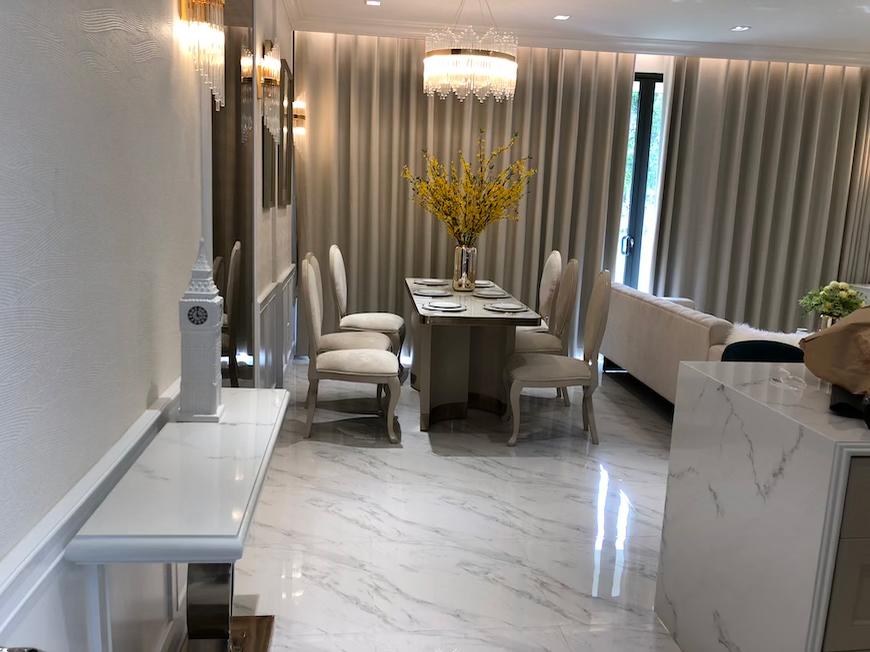 Nhà mẫu dự án căn hộ chung cư D'lusso Quận 2, được thiết kế theo tông màu trầm ấm.