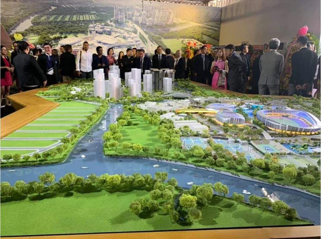 Các khách mời tham quan sa bàn dự án Saigon Sports City tại sự kiện lễ động thổ diễn ra