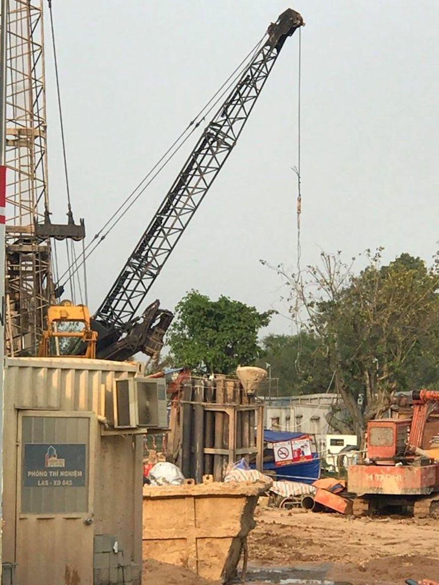 Tiến độ xây dựng căn hộ Dự án D'lusso Bên trong công trường dự án D'lusso Quận 2. Các công nhân vẫn luôn làm 3 ca liên tục