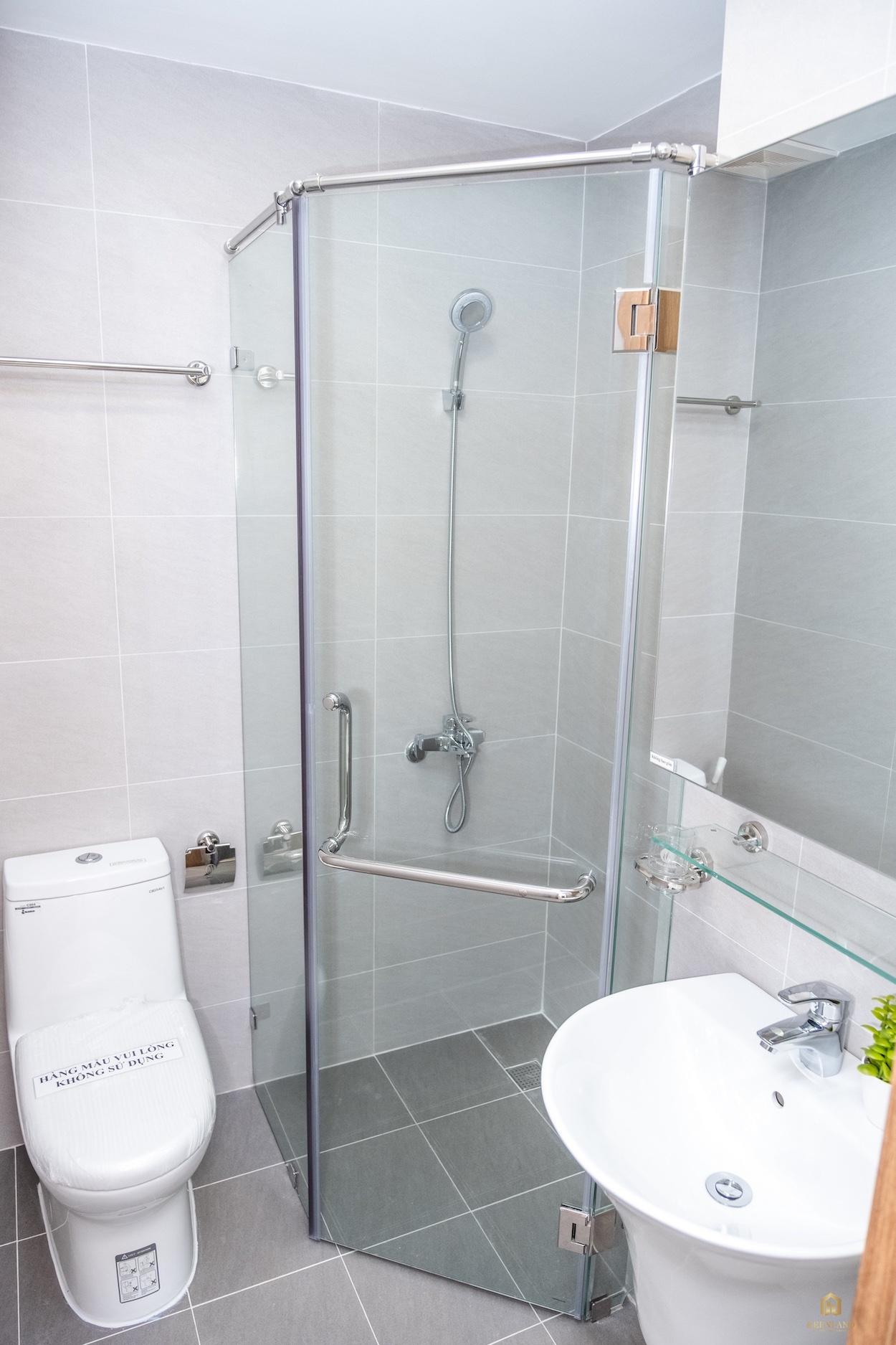 Nhà vệ sinh nhà mẫu căn hộ Bcons Plaza Bình Dương