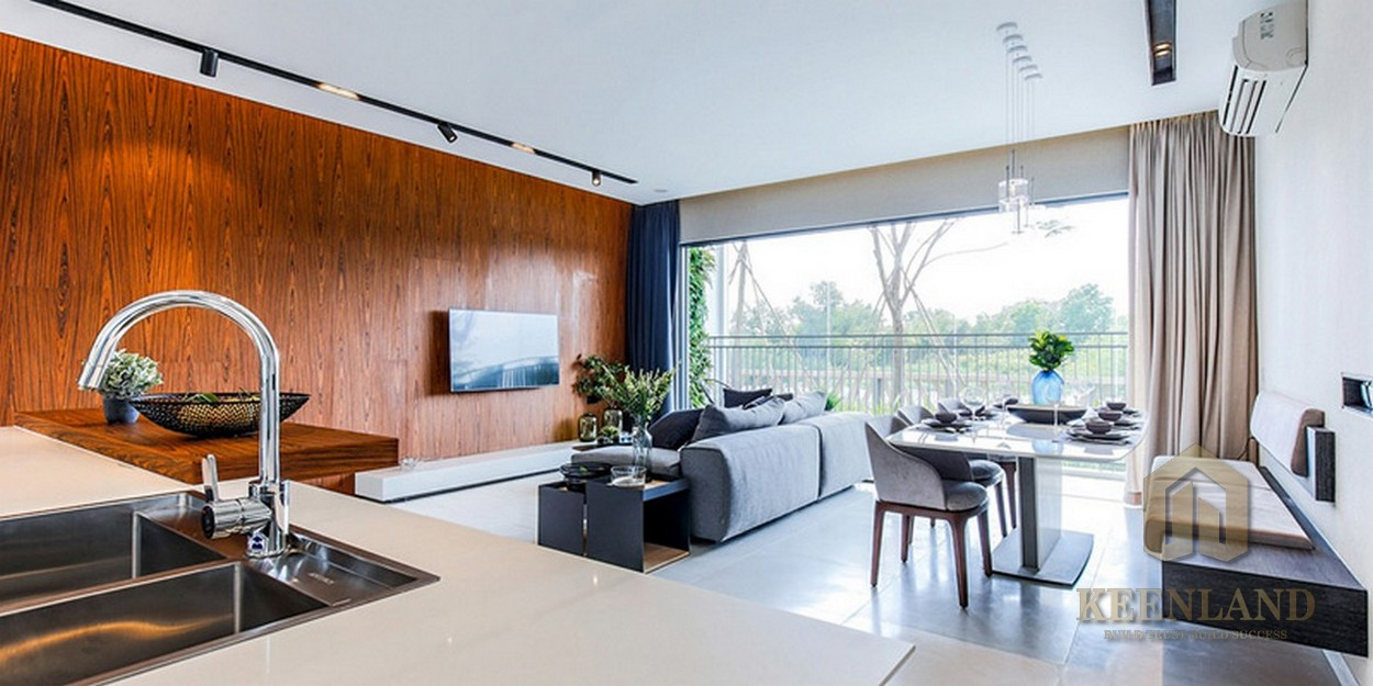 Phòng khách, bếp của nhà mẫu dự án căn hộ chung cư Palm Heights Quận 2