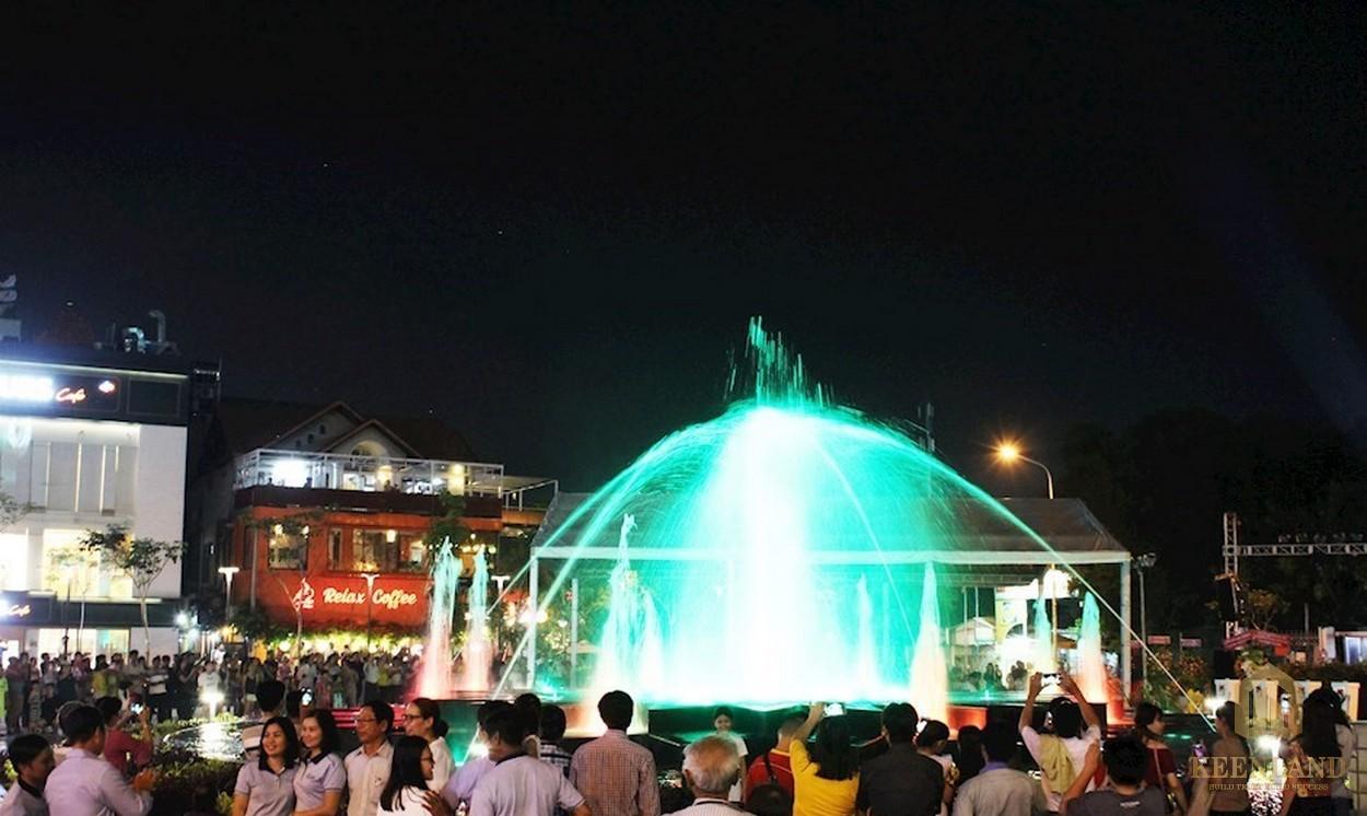 Công viên nước Khánh Hội vào ban đêm