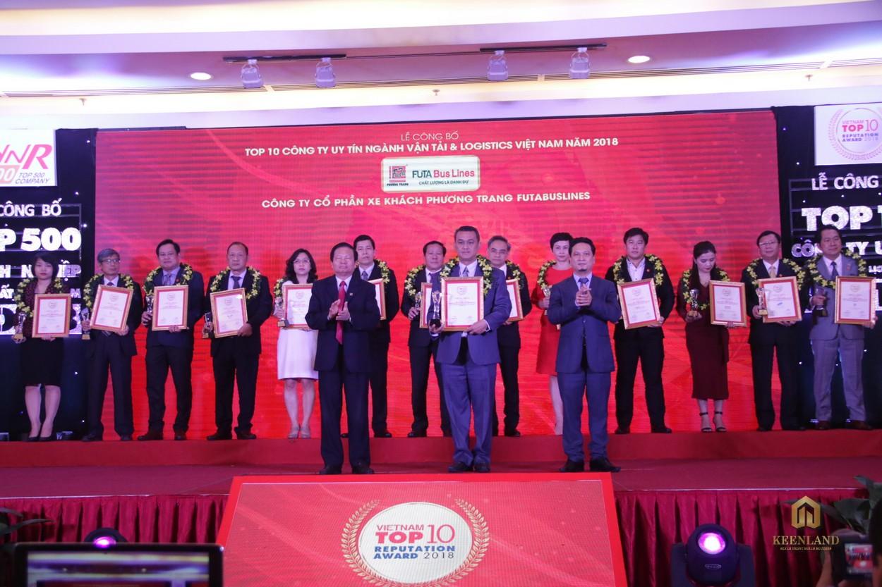 """Chủ đầu tư Phương Trang được vinh danh :Top 10 Công ty uy tín ngành Vận tải và Logistics"""""""