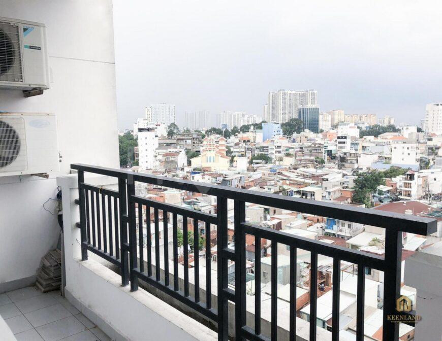Ban công thoáng mát tại căn hộ 203 Nguyễn Trãi