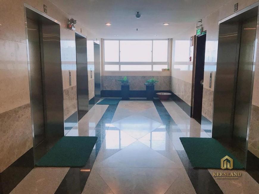 Sảnh thang máy tại International Plaza