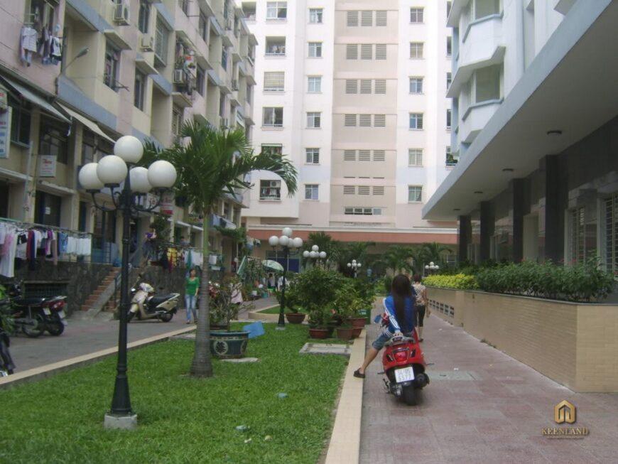 Khuôn viên nội khu chung cư Nguyễn Kim
