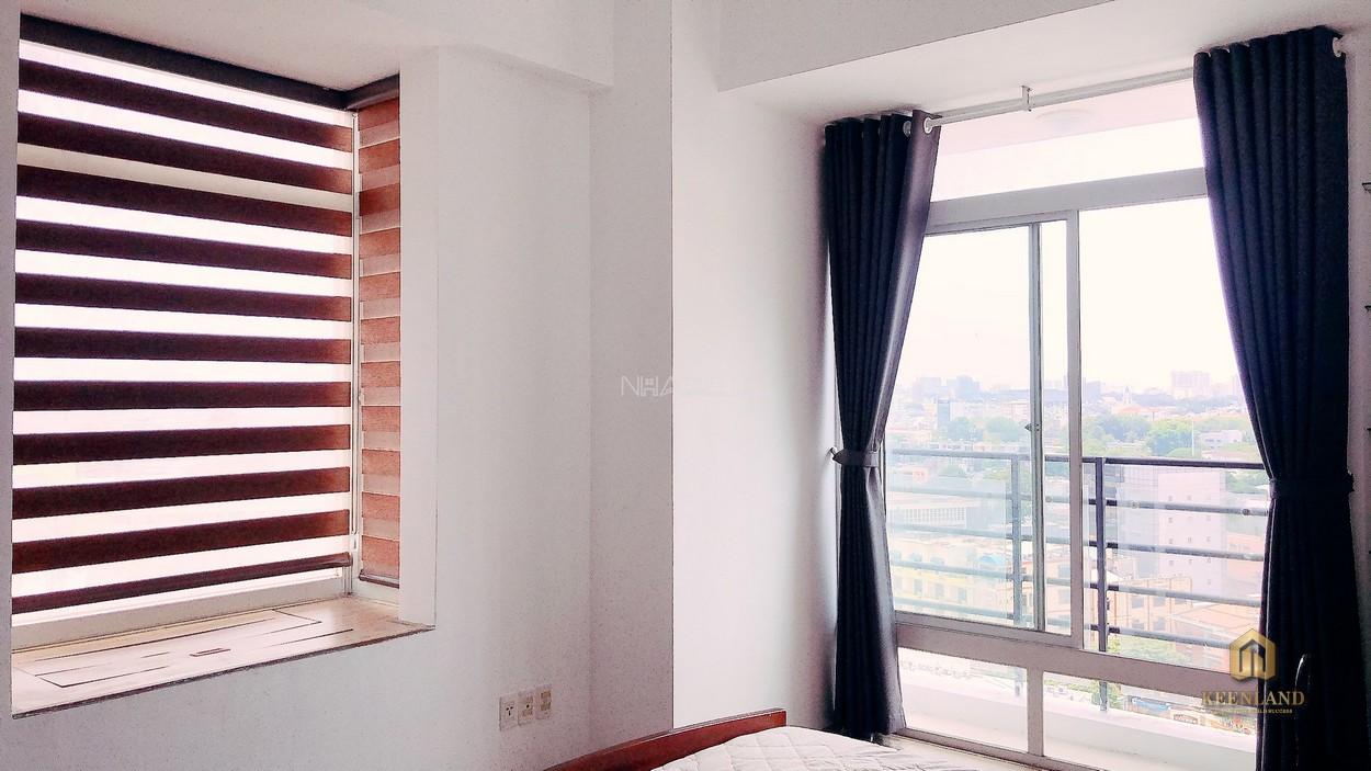 Cửa sổ lớn tại căn hộ Thuận Việt