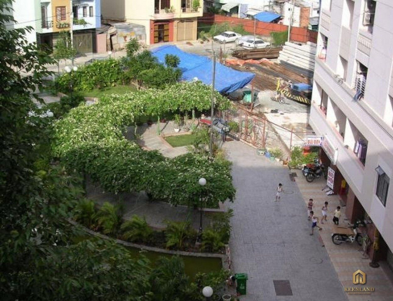 Khuôn viên xanh trong chung cư 5