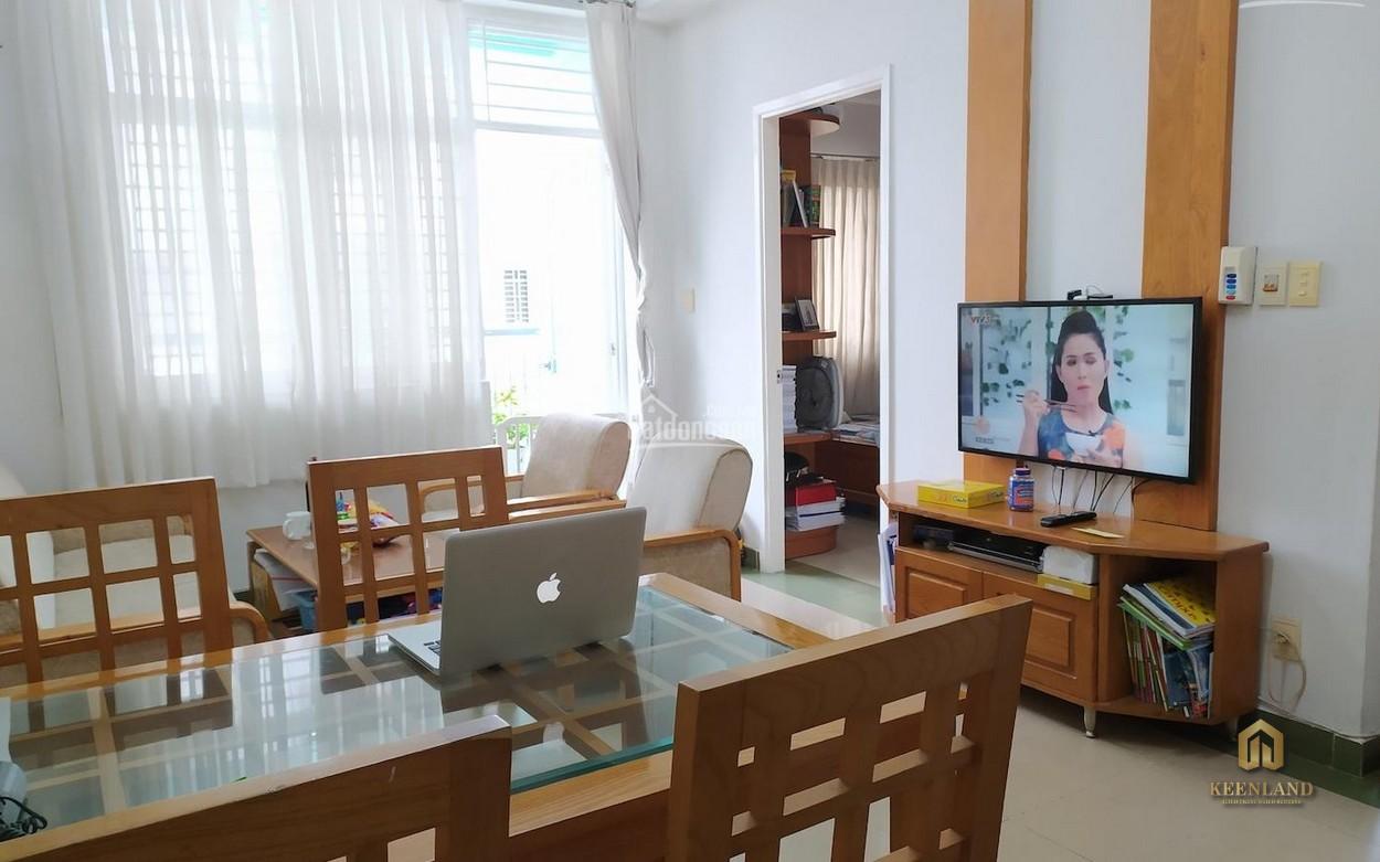 Phòng khách tại căn hộ Phú Thọ