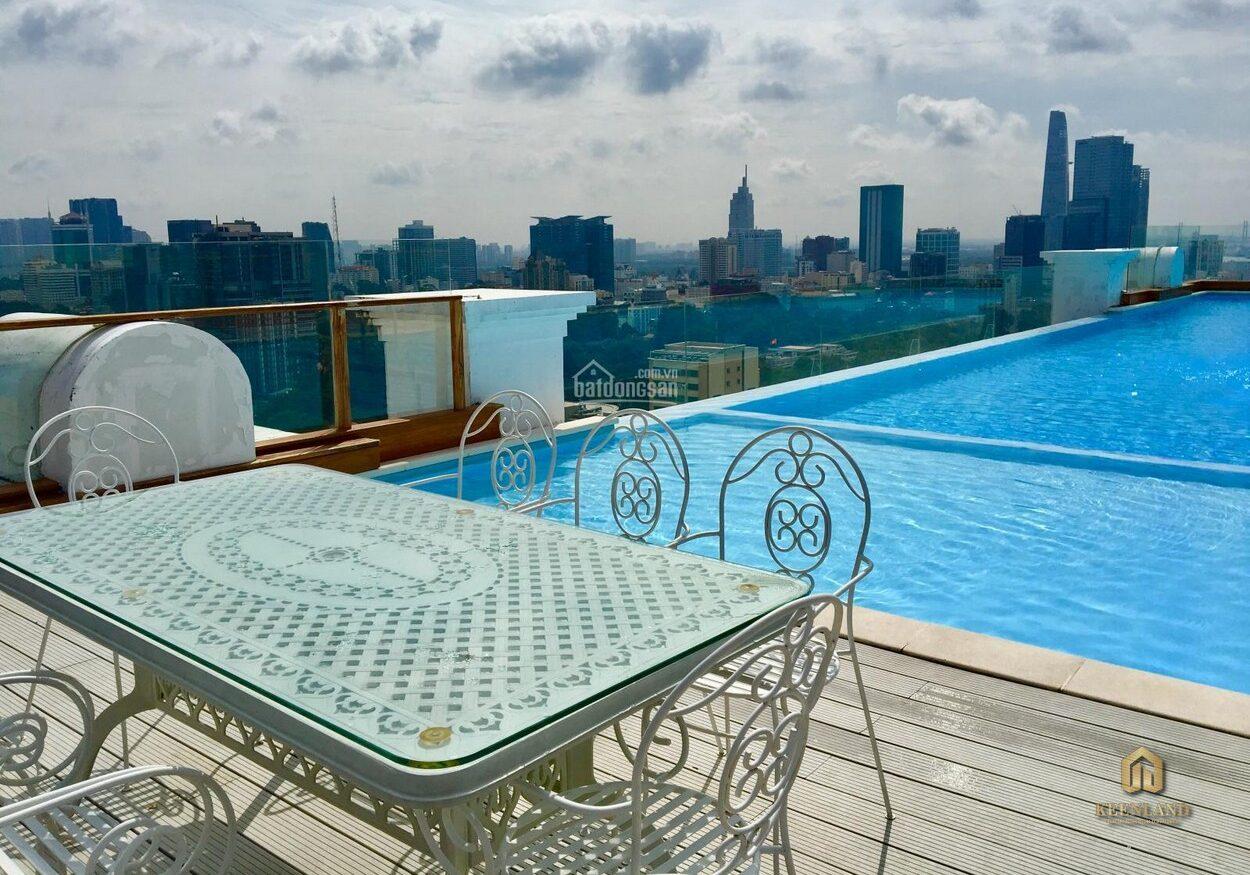 Hồ bơi tại căn hộ Léman Luxury Apartment