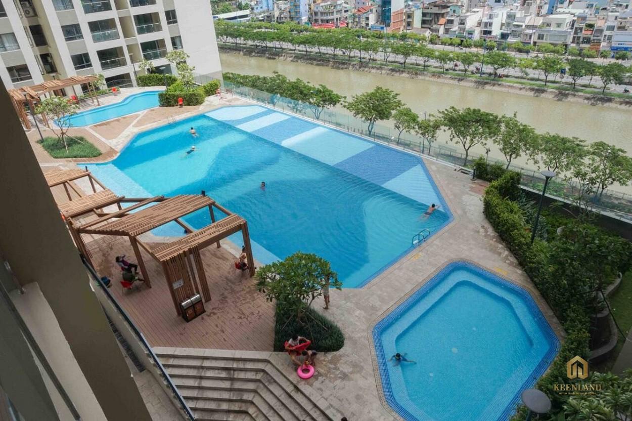 Hồ bơi tại căn hộ The Gold View