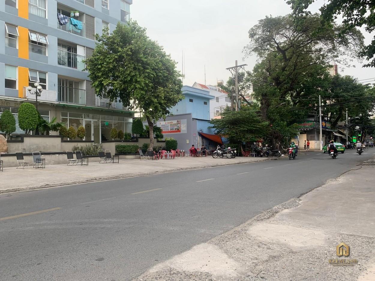 Shop Carillon 3 mặt sau đường Phạm Văn Danh